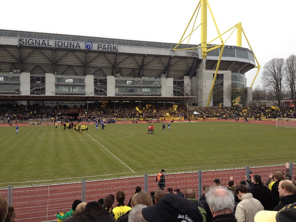 stadion rote erde borussia dortmund ii schalke 04 ii. Black Bedroom Furniture Sets. Home Design Ideas